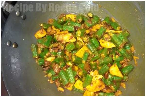 Aloo Bhindi Fry step 5