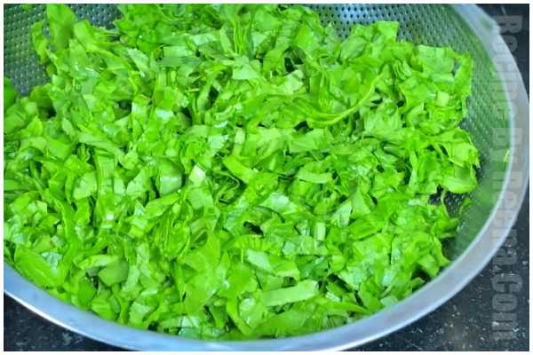 spinach potato gravy step 1